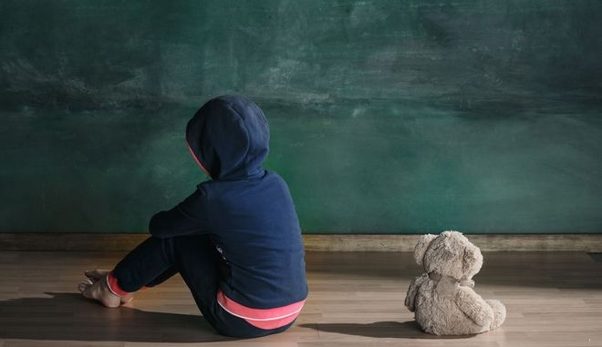 H διαδικασία εξέτασης δεκάδων παιδιών από παιδοψυχιάτρους λόγω εισαγγελικής εντολής οδηγεί συχνά στον εγκλεισμό τους.