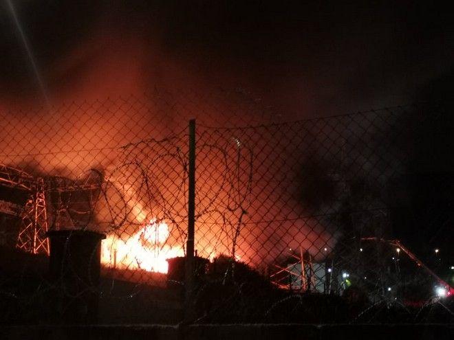 Μεγάλη φωτιά σε υποσταθμό της ΔΕΗ στον Ασπρόπυργο