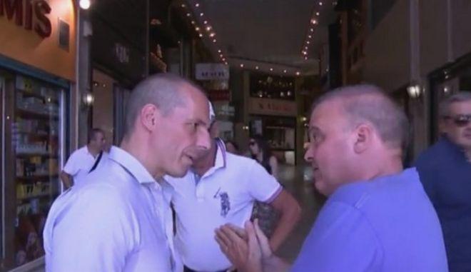 Έμπορος σε Βαρουφάκη on camera: Μας γονατίσατε