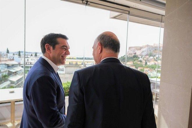 Ο Αλέξης Τσίπρας με τον Πιερ Μοσκοβισί, στην τελευταία του επίσκεψη ως Επίτροπος Οικονομικών στην Ελλάδα.