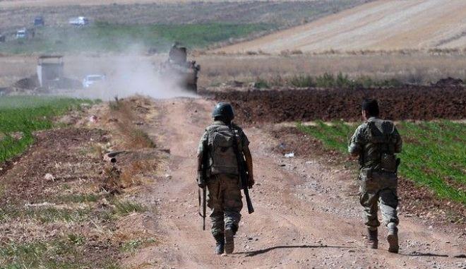 Τουλάχιστον 12 αντάρτες και 2 αστυνομικοί σκοτώθηκαν κατά τη διάρκεια των επιχειρήσεων στη Τουρκία