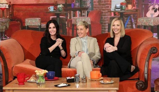 """Friends"" για πάντα: Η ""Μόνικα"" και η ""Φοίβη"" έκαναν reunion για χάρη της Έλεν ντε Τζενέρις"