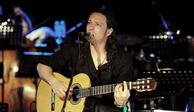 Στιγμιότυπο από συναυλία του Αλκίνοου Ιωαννίδη
