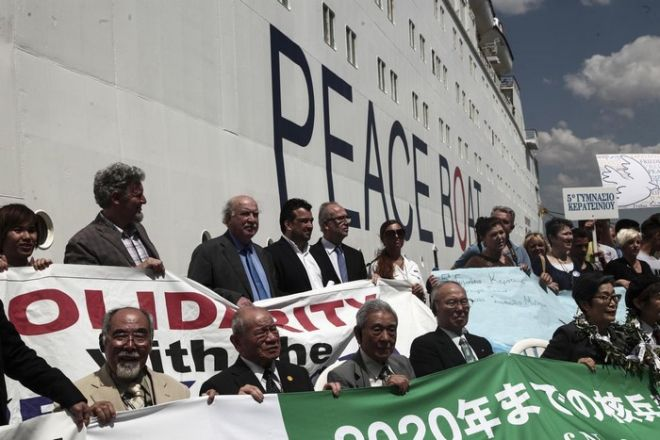 The Japanese Peace Boat in the port of Piraeus, Athens, on 13 May, 2015 /    ''  ''    . , 13 , 2015