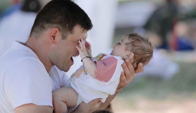 Γιορτή Πατέρα 2021: Πότε πέφτει φέτος και πώς καθιερώθηκε;