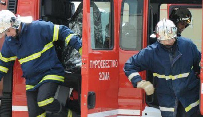 Σπάτα: Φωτιά σε κτίριο στο κτήμα Νάσιουτζικ