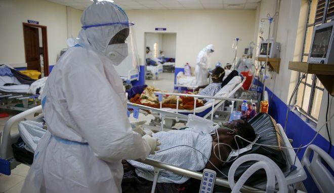 Νοσοκομείο με ασθενείς covid στην Αφρική
