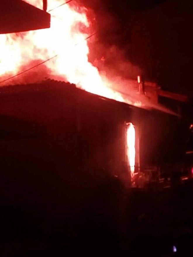 Κοζάνη: Φωτιά ισοπέδωσε σπίτι - Νεαροί έσωσαν ηλικιωμένη ένοικο από τις φλόγες