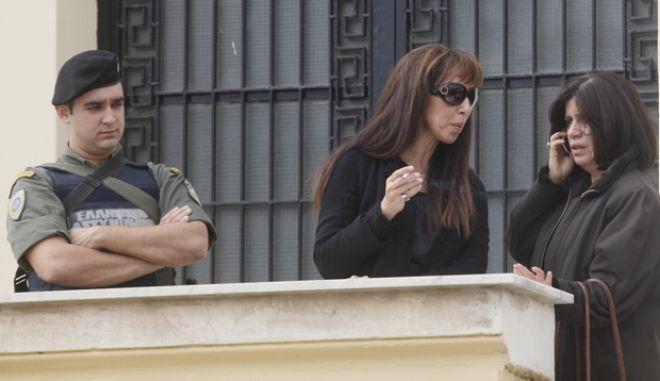 ΑΜΦΙΣΣΑ-ΔΙΚΗ ΚΟΡΚΟΝΕΑ-ΣΑΡΑΛΙΩΤΗΑΠΟΦΑΣΗ-Απόφαση του Μεικτού Ορκωτού Δικαστηρίου Κακουργημάτων Αμφισσας για τον θάνατο του 16χρονου μαθητή Αλέξη Γρηγορόπουλου στα Εξάρχεια// στη φωτογραφία Η μητέρα του Αλέξη, Τζίνα Τσαλικιάν (κ) .(EUROKINISSI-ΒΑΙΟΣ ΧΑΣΙΑΛΗΣ