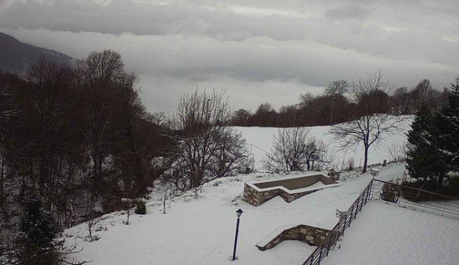 Καιρός: Χιονίζει στο Πήλιο - Στα λευκά Πάρνηθα, Τρίκαλα, Καρδίτσα