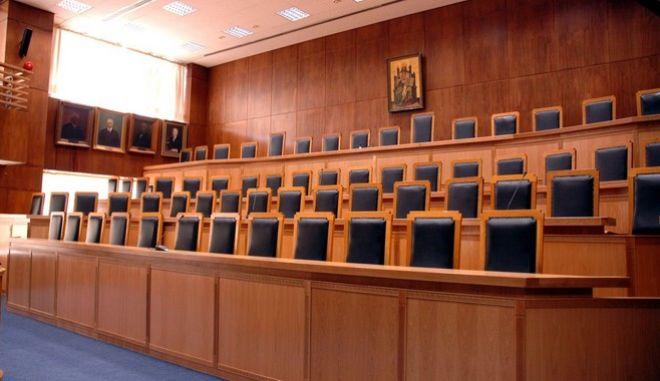 Στο εκλογοδικείο η συνταγματικότητα των νόμων που ψηφίστηκαν μετά το δημοψήφισμα