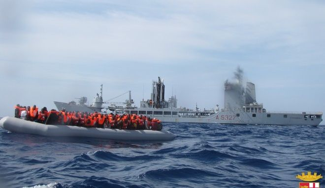 Περισσότεροι από 3.300 μετανάστες διασώθηκαν από τις ιταλικές αρχές ενώ άλλοι 17 πνίγηκαν