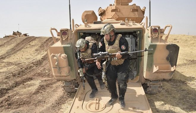 Iraqi soldiers leave a Turkish army armoured vehicle as they take part in military exercises in Silopi, near the Habur border gate with Iraq, southeastern Turkey, Tuesday, Sept. 26, 2017.  (Pool photo via AP)