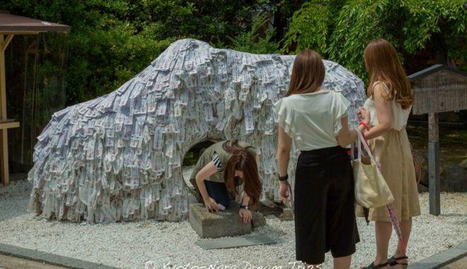 Η πέτρα των ευχών στην Ιαπωνία υπόσχεται να 'διορθώσει' την ερωτική σου ζωή