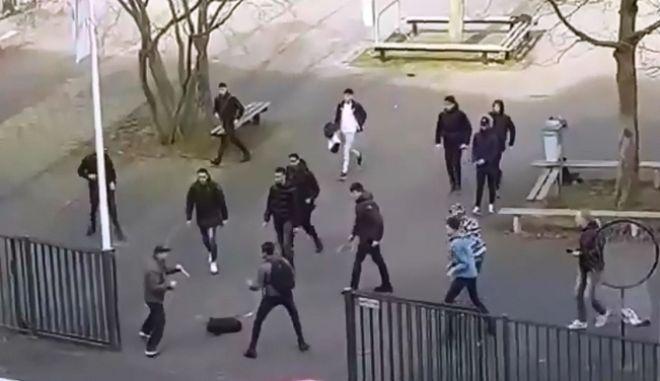Τρόμος στην Ολλανδία: Μαθητές διώχνουν άνδρα οπλισμένο με μαχαίρια