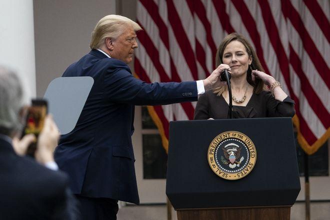 Ο Ντόναλντ Τραμπ ανακοίνωσε την υποψηφιότητα της Έιμι Κόνεϊ Μπάρετ για την κενή θέση στο Ανώτατο Δικαστήριο των ΗΠΑ