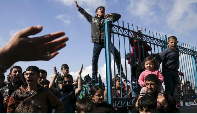 Καμπανάκι της Κομισιόν για τις μετεγκαταστάσεις προσφύγων σε Ελλάδα