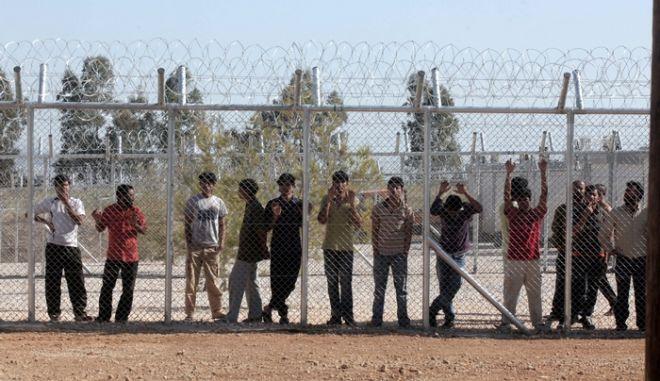 Οι πρώτοι 56 μετανάστες μεταφέρθηκαν στο κέντρο κράτησης της Αμυγδαλέζας, την Κυριακή 29 Απριλίου 2012. (EUROKINISSI // ΚΩΣΤΑΣ ΚΑΤΩΜΕΡΗΣ)