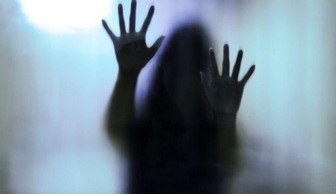Πατήσια: Εφιάλτης για 19χρονη - Την κρατούσαν φυλακισμένη 3 ημέρες σε σπίτι και την βίαζαν