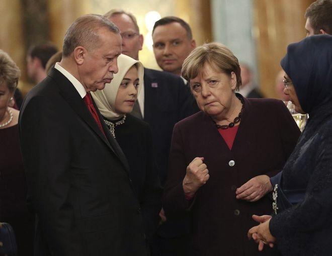 Άνγκελα Μέρκελ και ο Ερντογάν στο παλάτι του Μπάκιγχαμ