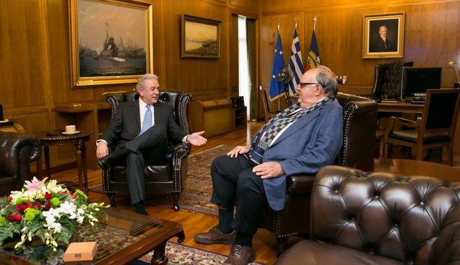 Ο υπουργός Εθνικής Άμυνας Δημήτρης Αβραμόπουλος συναντήθηκε την Δευτέρα 10 Μαρτίου 2014, με τον πρώην Αντιπρόεδρο της Κυβέρνησης και πρώην Υπουργό Θεόδωρο Πάγκαλο, από τον οποίο ζήτησε και θα εκπροσωπήσει την Ελληνική Προεδρία στη Στρατιωτική Επιτροπή της Ευρωπαϊκής Ένωσης, που συνέρχεται στις 12 Μαρτίου 2014 στις Βρυξέλλες. (EUROKINISSI/ΔΝΣΗ ΕΝΗΜΕΡΩΣΗΣ ΥΕΘΑ)