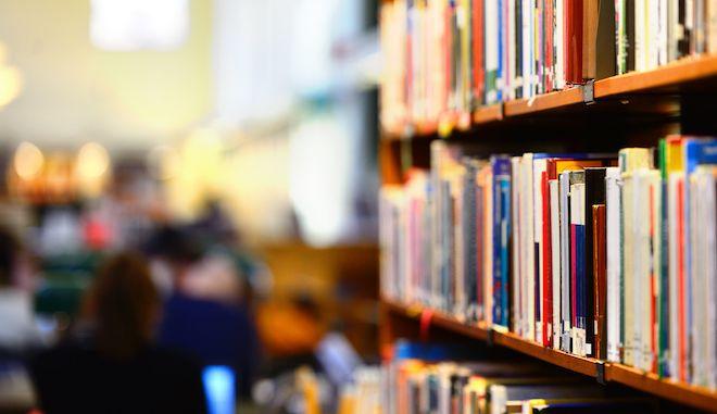 Δανειστικές βιβλιοθήκες για 2.345 μαθητές Ρομά και κρατούμενους