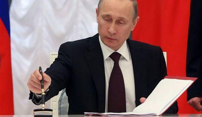 H Μόσχα δημοσίευσε 'μαύρη λίστα' πολιτικών που απαγορεύεται να μπουν στη Ρωσία
