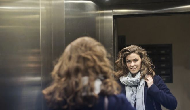 Γιατί τα ασανσέρ έχουν καθρέφτες - Ματαιοδοξία ή θέμα ασφάλειας;
