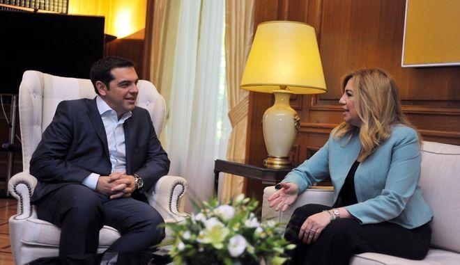 Συνάντηση του πρωθυπουργού Αλέξη Τσίπρα με τη νέα πρόεδρο του ΠΑΣΟΚ Φώφη Γεννηματά την Τρίτη 16 Ιουνίου 2015. (EUROKINISSI/ΤΑΤΙΑΝΑ ΜΠΟΛΑΡΗ)