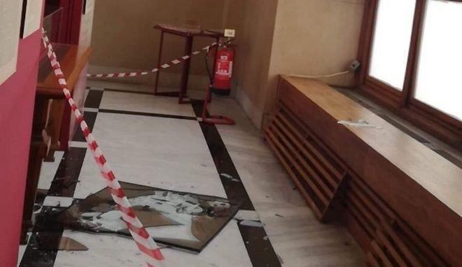 Σεισμός 5,1 Ρίχτερ στην Αθήνα: Ζημιές στο κτίριο της Βουλής