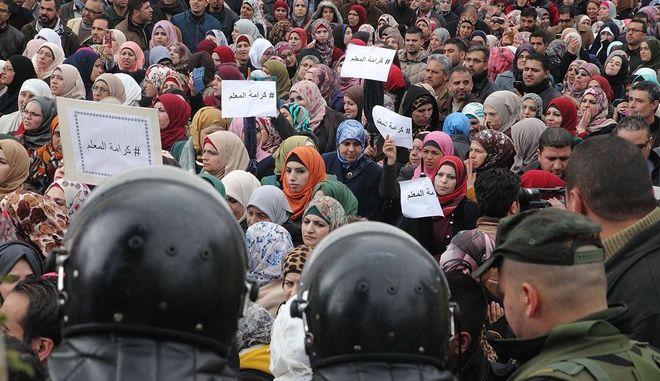 Επιστρέφουν στα σχολεία 25.000 Παλαιστίνιοι δάσκαλοι μετά τις απεργίες
