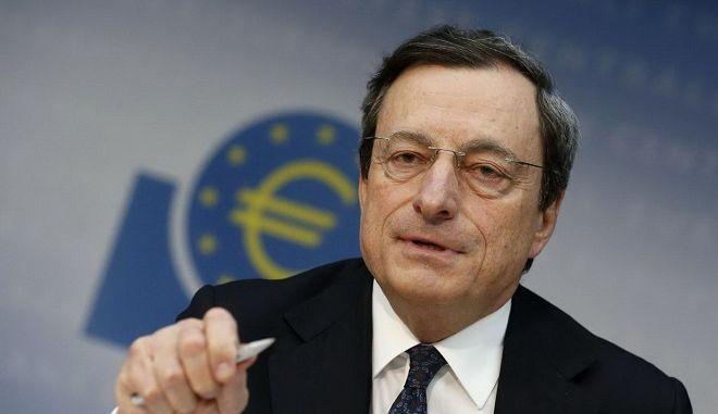 Σταθερό και βιώσιμο πακέτο μέτρων για την Ελλάδα ζήτησε ο Μάριο Ντράγκι