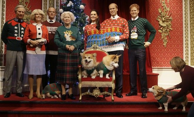 Η βασιλική οικογένεια δεν θα μπορούσε να είναι ολοκληρωμένη, σε παρουσίαση κέρινων ομοιομάτων, χωρίς τους σκύλους της Ελισάβετ.