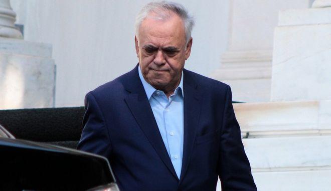 Ο αντιπρόεδρος της κυβέρνησης Γιάννης Δραγασάκης κατα την έξοδο του από το Μέγαρο Μαξίμου την Δευτέρα 26 Σεπτεμβρίου 2016. (EUROKINISSI/ΣΤΕΛΙΟΣ ΣΤΕΦΑΝΟΥ)