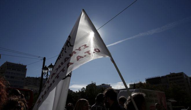 Συγκέντρωση διαμαρτυρίας από την ΠΟΕ-ΟΤΑ στα πλαίσια της 24ωρης απεργίας έξω από το υπουργείο Εσωτερικών, την Τετάρτη 22 Νοεμβρίου 2017.  (EUROKINISSI/ΣΤΕΛΙΟΣ ΜΙΣΙΝΑΣ)