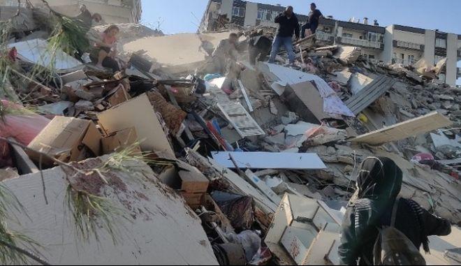 Σεισμός ανοιχτά της Σάμου: Απόλυτη καταστροφή στη Σμύρνη, κατέρρευσαν πάνω από 20 κτίρια