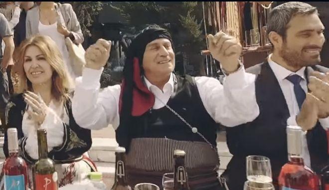 Ο Παναγιώτης Ψωμιάδης στο βίντεο κλιπ