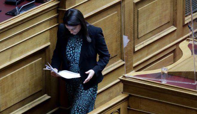 Η υπουργός Παιδείας στην Βουλή