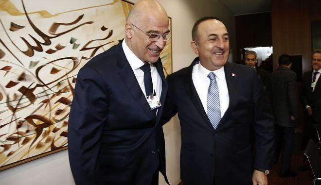 Ο Νίκος Δένδιας με τον Τούρκο ομόλογό του Τσαβούσογλου, Γενεύη 8 Νοεμβρίου 2019.
