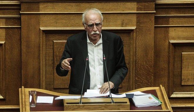 Ο υπουργός Μεταναστευτικής Πολιτικής Δημήτρης Βίτσας σε συζήτηση επίκαιρων ερωτήσεων στη Βουλή