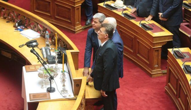 Οι τρεις Μουσουλμάνοι βουλευτές που προέκυψαν από τις εκλογές της 7ης Ιουλίου. Πρόκειται για τους Ιλχάν Αχμέτ (ΚΙΝΑΛ, Ροδόπη), Χουσεϊν Ζεϊμπέκ (ΣΥΡΙΖΑ, Ξάνθη) και Μπουρχάν Μπαράν (ΚΙΝΑΛ, Ξάνθη).