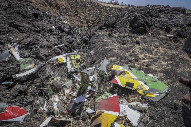 Συντρίμμια του αεροσκάφους της Ethiopian Airlines, που συνετρίβη στην Αντίς Αμπέμπα