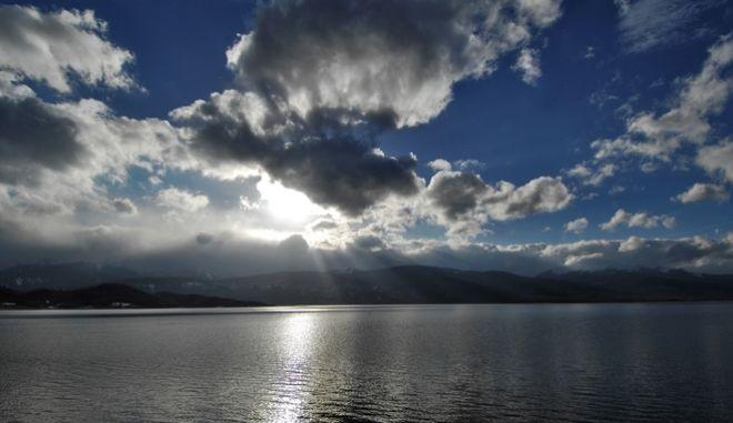 Σύννεφα (φωτογραφία αρχείου) (EUROKINISSI/ΘΑΝΑΣΗΣ ΚΑΛΛΙΑΡΑΣ)