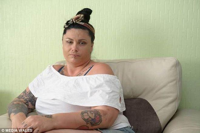 Βρετανία: Χτυπούσε την έγκυο σύντροφό του με σφυριά και την ανάγκαζε σε πρωτοφανείς πράξεις