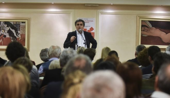 """Ομιλία του Υπουργού οικονομικών Ευκλείδη Τσακαλώτου σε εκδήλωση της Νομαρχιακής επιτροπής του ΣΥΡΙΖΑ στον Πειραιά με θέμα """" Το σχέδιο της Αριστεράς μετά τα μνημόνια"""" Τετάρτη 28/3/2018. (EUROKINISSI/ΤΑΤΙΑΝΑ ΜΠΟΛΑΡΗ)"""