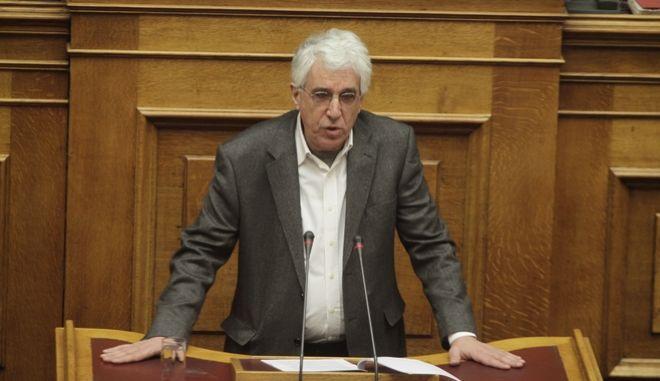 """Μόνη συζήτηση και ψήφιση επί της αρχής, των άρθρων και του συνόλου του σχεδίου νόμου του Υπουργείου Δικαιοσύνης, Διαφάνειας και Ανθρωπίνων Δικαιωμάτων """"Ενσωμάτωση της Οδηγίας 2000/43/ΕΚ περί εφαρμογής της αρχής της ίσης μεταχείρισης προσώπων ασχέτως φυλετικής ή εθνοτικής τους καταγωγής, της Οδηγίας 2000/78/ΕΚ για τη διαμόρφωση γενικού πλαισίου για την ίση μεταχείριση στην απασχόληση και την εργασία και της Οδηγίας 2014/54/ΕΕ περί μέτρων που διευκολύνουν την άσκηση των δικαιωμάτων των εργαζομένων στο πλαίσιο της ελεύθερης  κυκλοφορίας  των  εργαζομένων,  ΙΙ) λήψη  αναγκαίων μέτρων συμμόρφωσης με τα άρ. 22, 23, 30, 31 παρ. 1, 32 και 34 του Κανονισμού 596/2014 για την κατάχρηση της αγοράς και την κατάργηση της Οδηγίας 2003/6/ΕΚ του Ευρωπαϊκού Κοινοβουλίου και του Συμβουλίου και των Οδηγιών της Επιτροπής 2003/124/ΕΚ, 2003/125/ΕΚ και 2004/72/ΕΚ και ενσωμάτωση της Οδηγίας 2014/57/ΕΕ περί ποινικών κυρώσεων για την κατάχρηση αγοράς και της εκτελεστικής Οδηγίας 2015/2392, ΙΙΙ) ενσωμάτωση της Οδηγίας 2014/62 σχετικά με την προστασία του ευρώ και άλλων νομισμάτων από την παραχάραξη και την κιβδηλεία μέσω του ποινικού δικαίου και για την αντικατάσταση της απόφασης-πλαισίου 2000/383/ΔΕΥ του Συμβουλίου και IV) Σύσταση Εθνικού Μηχανισμού Διερεύνησης Περιστατικών Αυθαιρεσίας στα σώματα ασφαλείας και τους υπαλλήλους των καταστημάτων κράτησης"""" την Πέμπτη 1 Δεκεμβρίου 2016.. (EUROKINISSI/ΓΙΩΡΓΟΣ ΚΟΝΤΑΡΙΝΗΣ)"""