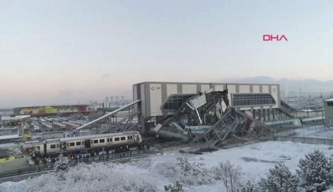Σιδηροδρομικό δυστύχημα στην Τουρκία: Τουλάχιστον 7 νεκροί, 43 τραυματίες