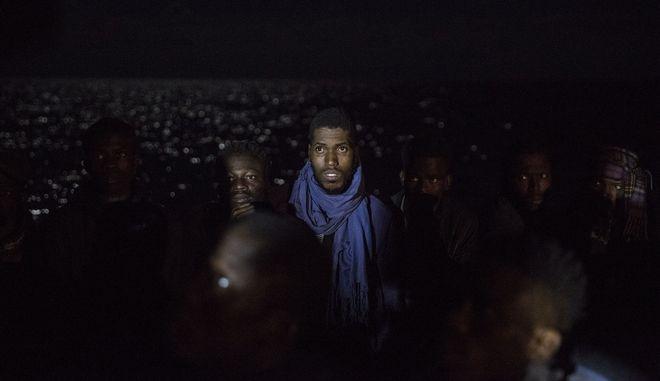 Βάρκα με μετανάστες στην κεντρική Μεσόγειο