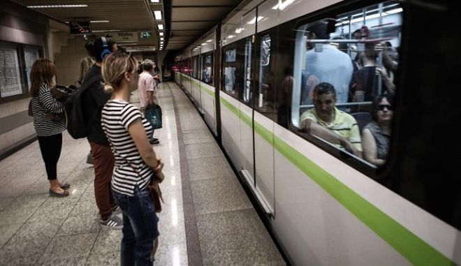 Free tranportation by public means until the 6th of July, in Athens, June 29, 2015 /       ,   6 ,  , 29 , 2015