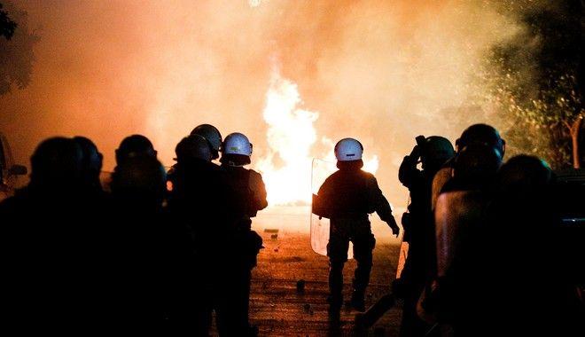 Νέα Σμύρνη: Οδομαχίες και ανθρωποκυνηγητό με τραυματίες αστυνομικούς - Ο ένας σοβαρά